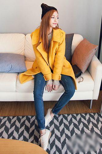 开春时节,亮丽的黄色大衣在这个时候很抢眼哦