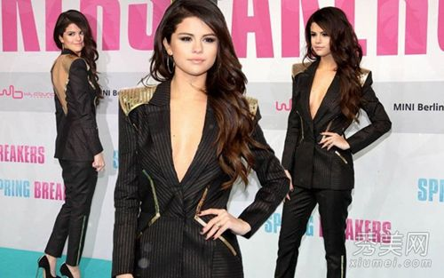 赛琳娜穿着条纹西装套装