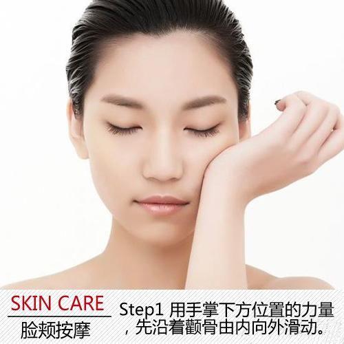 2 继续滑动至耳朵后方,并按压耳后的淋巴结位置.   Step1 利用手掌