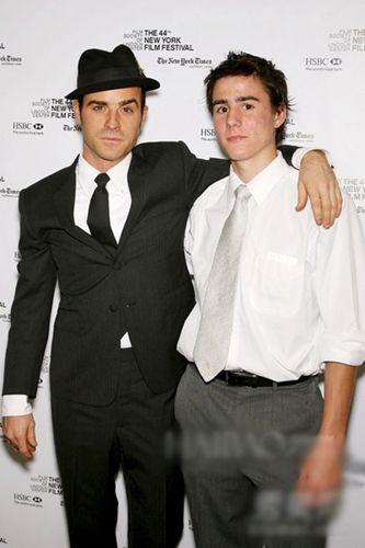 贾斯汀·塞洛克斯 (Justin Theroux) 与弟弟Sebastian Theroux (右)
