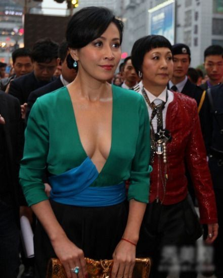 优雅的性感着 刘嘉玲不穿内衣礼服盘点