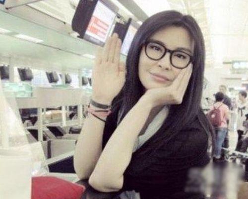 被媒体报道整容消息后,王祖贤发出美照回应传闻。