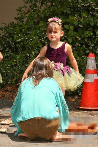 维秘密天使超模亚历山大·安布罗休的女儿安雅·露易丝