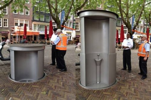 公厕也是风景线 国内晒土豪国外晒创意