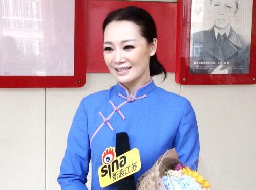 主演吕薇接受新浪江苏的采访