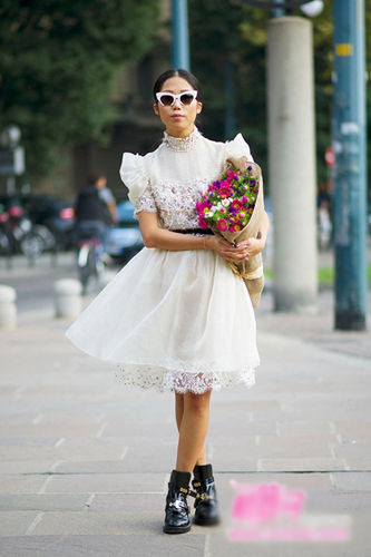 婚纱般华丽的白色蕾丝连衣裙