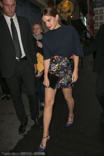 Emma出席Dior私人晚宴 展现成熟魅力