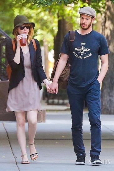 艾玛-斯通(Emma Stone) 与男友安德鲁-加菲尔德(Andrew Garfield)