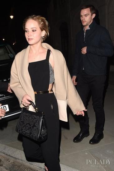 詹妮弗-劳伦斯 (Jennifer Lawrence) 与尼古拉斯-霍尔特 (Nicholas Hoult)