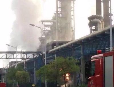 南京扬子石化厂区发生爆炸 空气中有刺鼻气味
