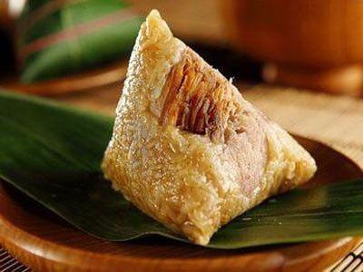 端午节吃粽子的窍门   注重高纤:粽子使用的糯米所需消化时间较长