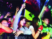 2万歌迷共度中秋夜 南京森林音乐会玩法多