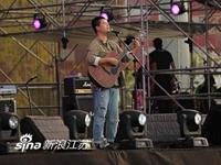 民谣歌手马�E:音乐是一件很自私的事