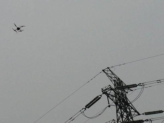 镇江供电公司进行输电线路无人机巡检
