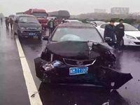 G42高速连环追尾造成10多人受伤