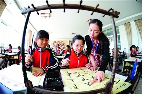 张家港市中小学开展书法进课堂活动