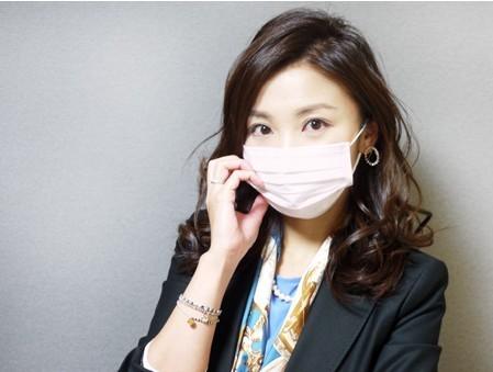 为预防感冒,口罩成为许多人必不可少的出行