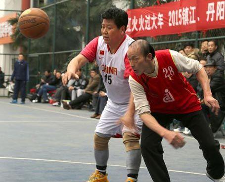 镇江篮协举办中老年篮球赛贺新春