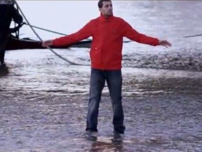 视频:美国魔术师水上漂